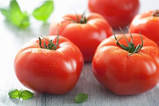 Fresh-tomatoes-and-basil